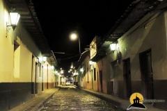 CALLE-GUAYAQUIL-NOCTURNA-LLENA-DE-HISTORIA